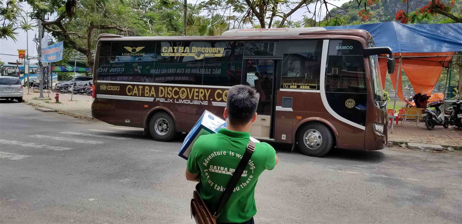 Cat-ba-discovery-bus-đón-khách